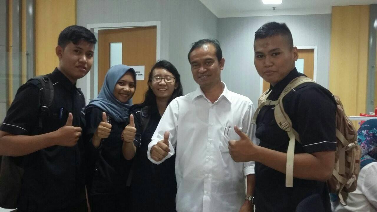 Foto Bersama Usai Wawancara Kadis Koperasi Tangsel dengan Siswa PKL SMK PUSTEK SERPONG