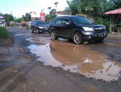 Pemkab Janjikan Perbaikan Jalan Yang Rusak di Bogor