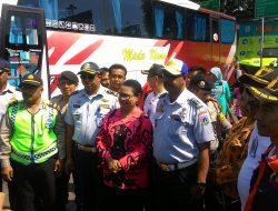 Menteri PPPA Yohana Yimbise Meninjau Terminal Bus Pulo Gadung Dalam Rangka Mudik Lebaran Pelayanan Kepada Perempuan dan Anak-Anak