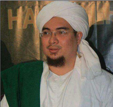 Habib Jindan Bin Novel Bin Salim Jindan Pengasuh Ponpes