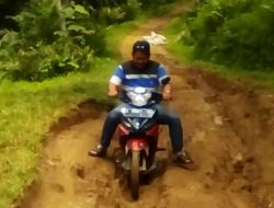 Jalan Penghubung Desa Mekarwangi dengan Desa Bojong Kondang Kabupaten Pangandaran Rusak Parah