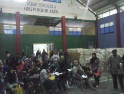 Gara-gara BPNT Beras dan Gula, Ratusan Warga Pondok Aren Rela Antri
