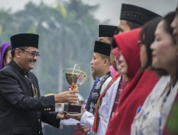 Gubernur DKI Jakarta Djarot Saiful Hidayat pimpin upacara HUT DKI