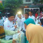 Eratkan Silaturahmi, Relawan Indonesia Jokowi, Bagikan 400 Paket Sembako Pada Warga
