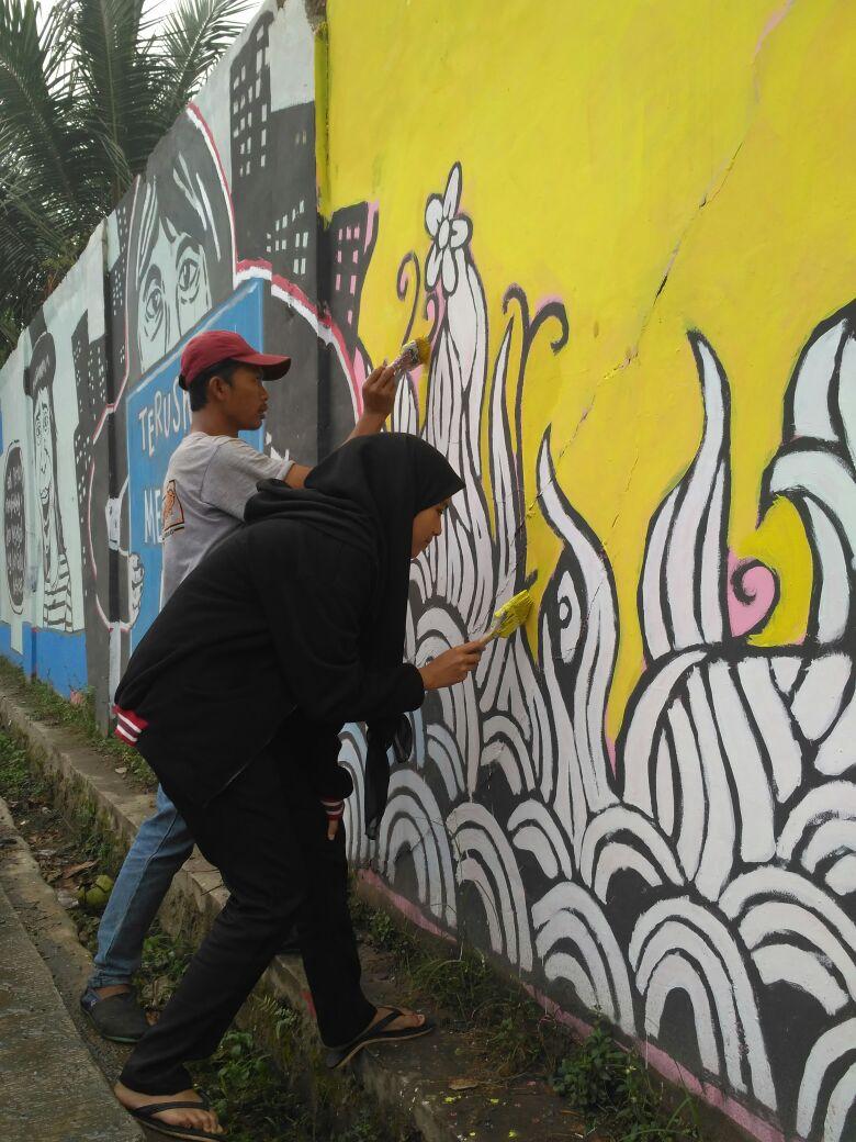 Sambut HUT RI Ke 73 Pemuda Cisauk Isi Kreativitas Hiasi