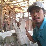Mengolah Sampah Menjadi Pundi-pundi Rupiah, Kreatif Ketua Rt Menyulap Baju Bekas Menjadi Pot Tanaman Cantik