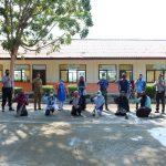 Personel Lanud SIM Partisipasi Gotong Royong Bersihkan Sekolah Di Kabupaten Aceh Besar