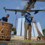Personel Lanud SIM Gelar Baksos Serta Renovasi Makam Maimun Saleh