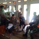 Kompak, Bhabinkamtibmas Polsek Sinjai Tengah dan Babinsa Kawal Penyaluran BPNT Desa Bonto