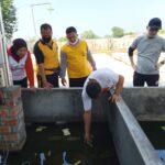 Polsek Cisauk Laksanakan Program Kerja bakti Kampung Tangguh Jawara Tangsel di Kampung Sarimulya