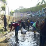 Sektor 22 Citarum Harum Sub 11, Bersihkan Sampah Dan Rumput Liar Di Sungai Cihampelas