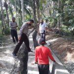 Kapolsek Sidamulih Polres Ciamis Monitoring Pembangunan Irigasi Di Dusun Cibodas Desa Kersaratu
