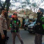 Cegah Corona, Panit Sabhara Polsek Sukasari Polrestabes Bandung Lakukan Himbauan 3M Kepada Masyarakat
