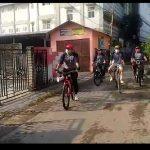 Sosialisasikan 3 M, Lurah Belendung Keliling Gunakan Sepeda Himbau Warga Yang Masih Berkumpul  Dan Lomba Layang-Layang