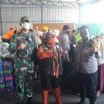 Peduli Korban Banjir Bandang, Polres Sukabumi Kota dan HMC Kota Sukabumi Salurkan Bantuan