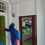Antisipasi Penyebaran Virua Corona, Personil Brimob Jabar Lakukan Penyemprotan Cairan Disinfektqn di Pondok Pesantren