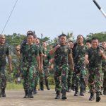 Personel Lanud SIM Menjaga Imun Tubuh Dengan Melaksanakan Lari Bersenjata