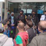 Brimob Polda Jabar Himbau Masyarakat yang Berkerumum di perbankan Untuk Terapkan Protokol Kesehatan