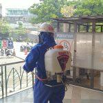 Satuan Brimob Polda Jabar Semprot Cairan Disinfektan di Jatinangor Towns Square
