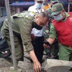 Bersihkan Sungai Cikapundung, Satgas Citarum Harum Sektor 22 Sub 5 Bersama Gober Maleer Temukan Granat Nanas
