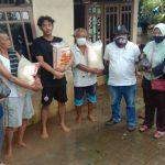 PMI Kecamatan Pinang Berikan Bantuan ke Warga Terdampak Luapan Air Kali Angke