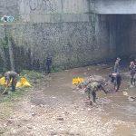 Bersihkan Sungai Cikapundung, Sektor 22 Citarum Harum Sub 4 Angkat 300 Kg Sampah