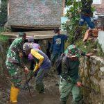 Sektor 22 Citarum Harum Sub 11, Bersihkan Sungai Cihampelas