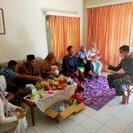 Momen Idul Fitri, Staf Posko Sektor 22 Citarum Harum, Serka Satria Edukasi Keluarga Untuk Jaga Kebersihan Lingkungan
