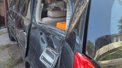 Diduga dalam pengaruh Alkohol, pengemudi Inova oleng ke kanan menabrak sp. Motor dan warung