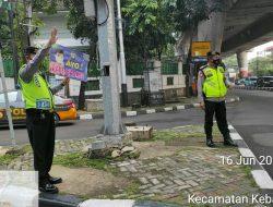 Berikan Kenyamanan Pengguna Jalan, Satuan Sabhara Polres Metro Jakarta Selatan Lakukan Gatur Lalin