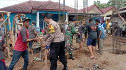 Aksi nyata Bhabinkamtibmas Ds.kalikoa Polsek Kedawung Aipda M.Sonny.K.SE, gotong royong renovasi masjid