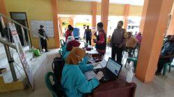 Anggota Polsek Sukagumiwang Monitoring Vaksinasi Di Dua Kecamatan