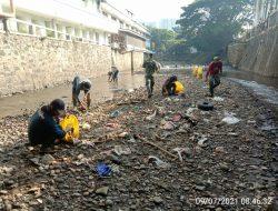 Rutin Setiap Jum'at, Sektor 22 Citarum Harum Sub 12, Bersihkan Sungai Cikapundung