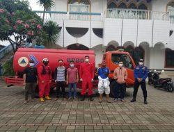 Remaja Assyabab Masjid Jami Darussalam Lakukan Spraying Disinfektan Bantu Pemerintah atasi Covid-19