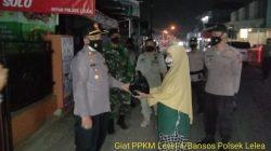 Sinergitas TNI Dan Polri Giat Patroli Gabungan Polsek Lelea Bagikan Bansos