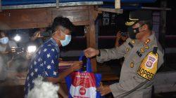 """Kapolres Indramayu Bersama Dandim 0616 Bagikan Bansos """"Kapolri"""" Untuk Pedagang Kaki Lima"""
