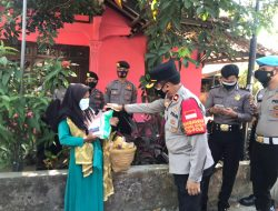 Peduli Warga Slum Area Terdampak PPKM Darurat Level 4, Polisi Bagikan 200 Sembako