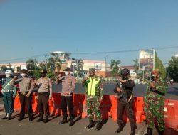 Sat Brimob Polda Jabar Amankan Penyekatan Jalur Di Berbagai Titik Di Kota Cirebon Dalam PPKM Darurat Level 4
