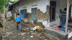 Anggota Polsek Arahan Giat Penyemprotan Disinfektan Di Desa Cidempet