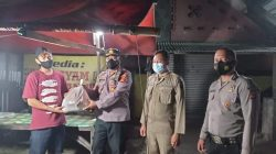 Polisi Bagikan Paket Sembako Kepada Pedagang Kaki Lima Yang Terdampak PPKM Darurat Level 4