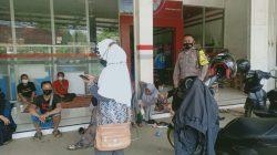 Anggota Polsek Sukagumiwang Giat Himbauan Prokes Dalam Rangka PPKM Level 4