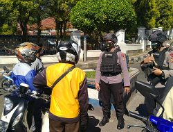 Tim Patroli Brimob Jabar Berikan Himbauan Edukasi Protokol Kesehatan Di Pangkalan Ojek Cipanas