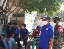 Anggota Polsek Lelea Giat Pemberlakuan PPKM level 4 Di Desa Tunggulpayung