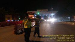 Anggota Polsek Terisi Giat Penyekatan Di Get Tol Cikedung PPKM Level 4