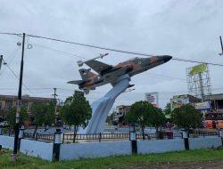 Lanud SIM Laksanakan Renovasi Dan Pengecatan Monumen Pesawat Hawk 200 Di Aneuk Galong
