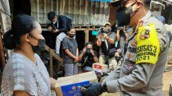 Bhabinkamtibmas Pondok Pinang Monitoring Kegiatan Pemberian Paket Sembako Korps Lalu Lintas Polri Kepada Warga Slum Area