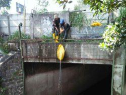 Sektor 22 Citarum Harum Sub 13, Angkat Sampah di Sungai Citeupus