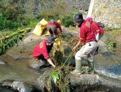Di Bantu Pasukan Kebersihan Kewilayahan, Sektor 22 Citarum Harum Sub 8, Bersihkan Sungai Cikapundung