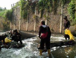Sektor 22 Citarum Harum Sub 13, Bersihkan Sampah dan Pemerataan Sedimentasi di Sungai Citeupus