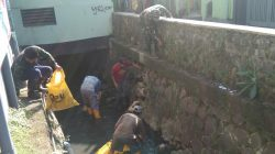 Aksi Sektor 22 Citarum Harum Sub 1 Bersihan Sampah dan Rumput Liar di Sungai Ciroyom